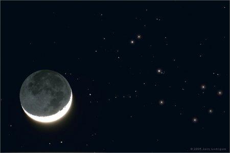 Апрельская Луна и Плеяды